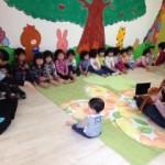 リトミックは英語がいいの?0歳、1歳児の教材について。